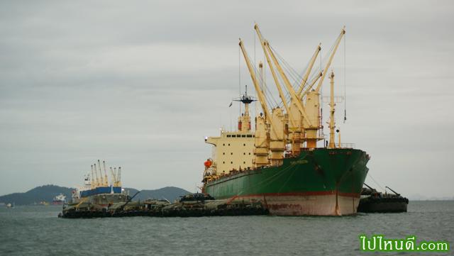 เรือขนสินค้า