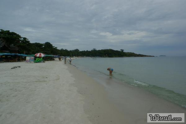 ด้วยความที่ว่าหาดนี้มีความเนียนเรียบจึงทำให้มีกิจกรรมบนชายหาดพอสมควร แม้แต่ชาวต่างชาติยังประทับใจในหาดแห่งนี้