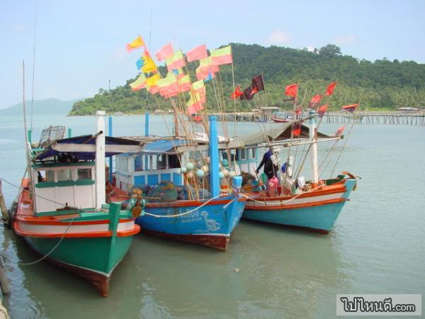 บ้านทุกครัวเรื่อนหรือบางหลังจะมีเรือเพื่อใช้ออกหาปลาหรือออกทะเล